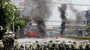 泰国军队奉命开进曼谷市区对付红衫军示威者