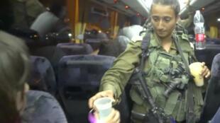 Evacuation des Casques blancs par l'armée israélienne.