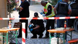 En Ansbach, tras el atentado del domingo pasado en que un refugiado sirio se hizo estallar con una bomba cerca de un festival de música.