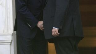Георгиос Папандреу поздравляет Лукаса Пападимоса, 11 ноября 2011, Афины