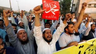 Los islamistas, que exigen su ejecución, bloquearon durante tres días las principales carreteras del país, Jamaat-e-islami, Karachi, 31 de octubre 2018. «Prêts à sacrifier nos vies», peut-on lire sur la pancarte.