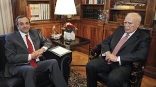 El presidente griego, Karolos Papoulias, recibe a Antonis Samaras el 18 de junio para integrar un gobierno de unión nacional