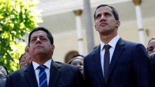 Venezuela : Dân biểu Edgar Zambrano (T) và lãnh đạo đối lập Juan Guaido. Ảnh chụp ngày 05/01/2019 tại Caracas.