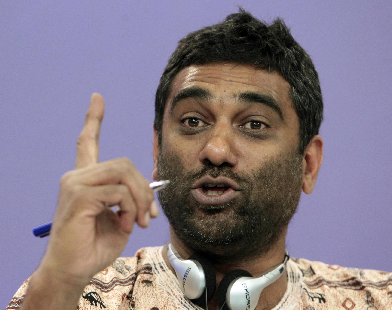 Giám đốc điều hành phụ trách quan hệ quốc tế của Greenpeace, ông Greector Kumi Naidoo trong một cuộc họp báo tại Matxcơva, Nga, 14/08/2012