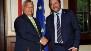 O primeiro-ministro húngaro Viktor Orban (esq) e seu homólogo italiano, Matteo Salvini, em Milão, na Itália, em 28 de agosto de 2018.