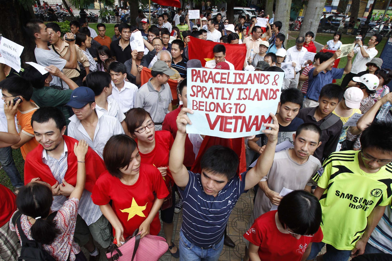 Ảnh tư liệu : Biểu tình tại Hà Nội ngày 12/06/2011 chống các hành động gây hấn của Trung Quốc trên Biển Đông.