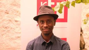 L'écrivain guinéen Hakim Bah après la remise du Prix RFI Théâtre 2016 pour son texte «Convulsions» à Limoges, aux Francophonies en Limousin.