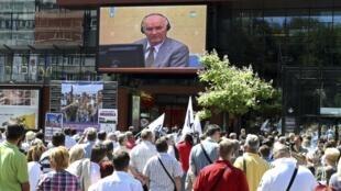 L'ancien chef militaire des Serbes de Bosnie Ratko Mladic a été expulsé, le 4 juillet 2011, de l'audience du TPIY après avoir refusé de dire s'il plaidait, ou non coupable.