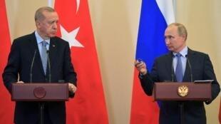 Syria, cái gai trong đối thoại giữa tổng thống Thổ Nhĩ Kỳ, Erdogan (trái) và đồng nhiệm Nga Putin. Ảnh chụp tại hội nghị Sotchi tháng 10/2019.