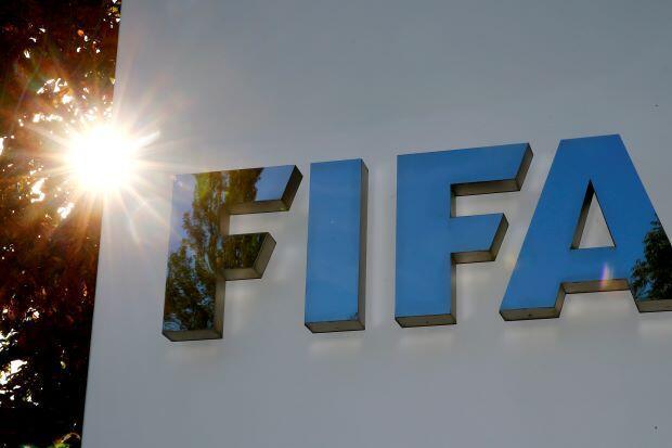 Tambarin hukumar kwallon kafa ta duniya f FIFA a gaban ginin hukumar da ke Zurich, Switzerland 26 Sataumba, 2017. REUTERS/Arnd Wiegmann/File Photo