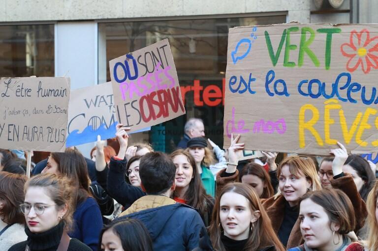 La jeunesse mobilisée pour le climat devant le ministère de la Transition économique et solidaire, le 15 février 2019.
