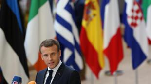 Le président français Emmanuel Macron s'adresse aux médias au sommet européen de Bruxelles. le 29.06.2018