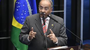 El senador brasileño Chico Rodrigues habla en el plenario de la Cámara en Brasilia, el 11 de febrero de 2020