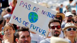 """""""Không có thiên nhiên, không có tương lai"""" : Khẩu hiệu trong một cuộc tuần hành tại Marseille, ngày 8/9/2018."""