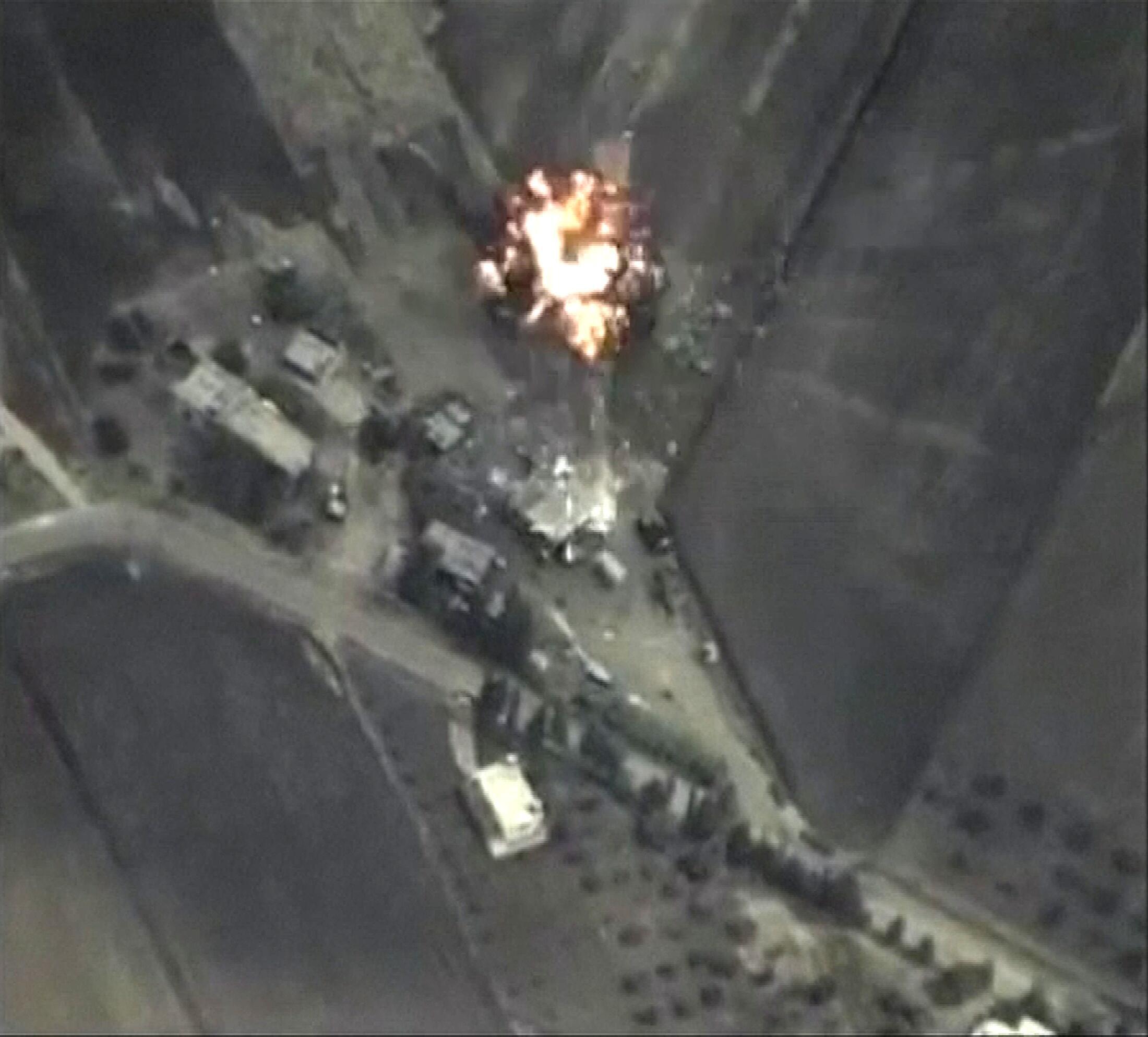 El Ministerio de Defensa ruso dio a conocer imágenes de sus propios bombardeos en territorio sirio.