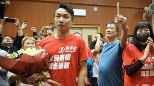 第一次参选区议会的香港民阵召集人岑子杰获胜后