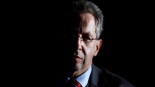 Hans-Georg Maassen, chefe de Inteligência da Alemanha muda de cargo após ter minimizado ataques de neonazistas contra estrangeiros.