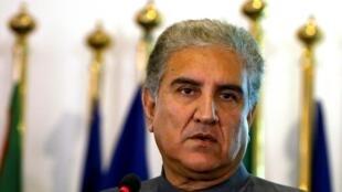 عکس آرشیو - شاه محمود قریشی، وزیر امور خارجۀ پاکستان در یک کنفرانس مطبوعاتی در وزارت امور خارجه این کشور در اسلامآباد. ٢٠ اوت ٢٠١٨ .