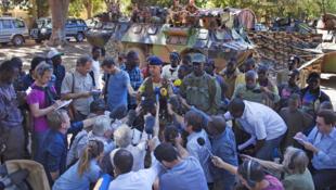 Les journalistes ou experts sur le terrain (ici au Mali) peuvent vous tenir informés par leur compte Twitter