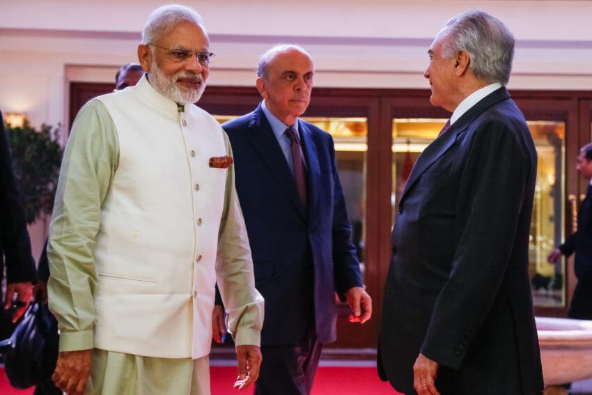 O primeiro-ministro da Índia, Narendra Modi (e) com o ministro brasileiro das Relações Exteriores, José Serra, e o presidente Michel Temer.