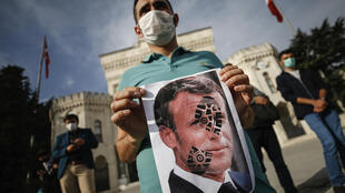 معترضان به مکرون در ترکیه