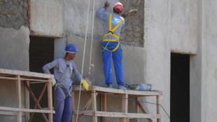 Vagas na construção civil estão em queda.