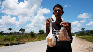 Một người di cư Venezuela tại biên giới Brazil..