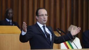 O Presidente Francês François Hollande, aquando do seu discurso no Parlamento Senegalês esta sexta-feira 12 de Outubro