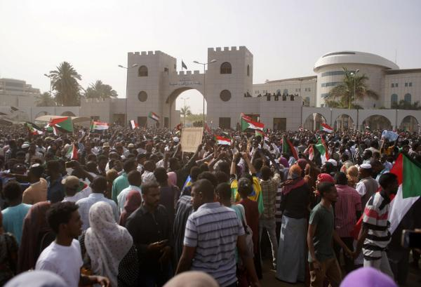 Sudanese demonstrators attend a protest rally demanding Sudanese President Omar Al-Bashir to step down outside the Defence Ministry in Khartoum, Sudan April 11, 2019.
