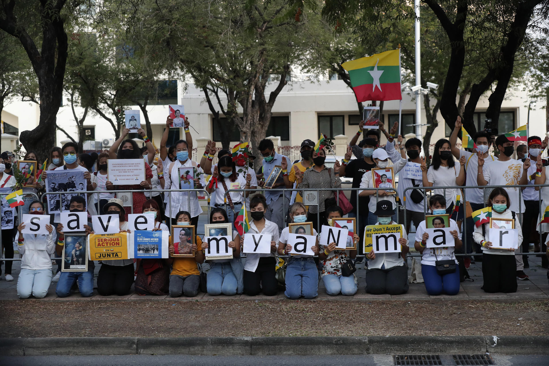 PHOTO Manifestation ONU Bangkok-Birmanie - 4 mars 2021