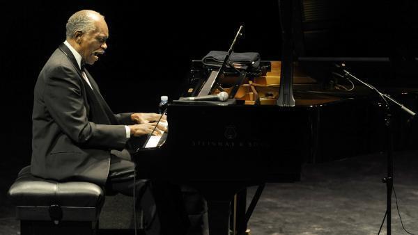 Le pianiste américain Hank Jones, lors du 44ème Festival Jazzaldia, le 24 juillet 2009, dans la ville basque du nord de l'Espagne de San Sebastian. Le festival Jazzaldia est le plus ancien festival de jazz célébré en Espagne.