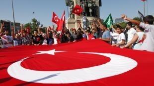 Manifestation anti-kurde dans les rues d'Istanbul, en Turquie, en 2012.