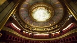 La cúpula de la sala principal del Teatro de los Campos Elíseos.