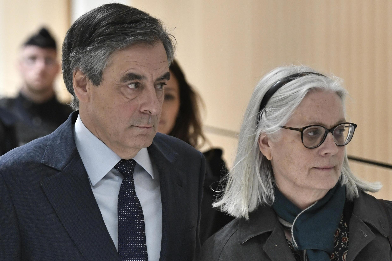 Франсуа и Пенелопа Фийон в парижском суде 27 февраля 2020.