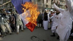 Rassemblement contre la France et le soutien d'Emmanuel Macron à la liberté de caricaturer, à Karachi le 30 octobre 2020.