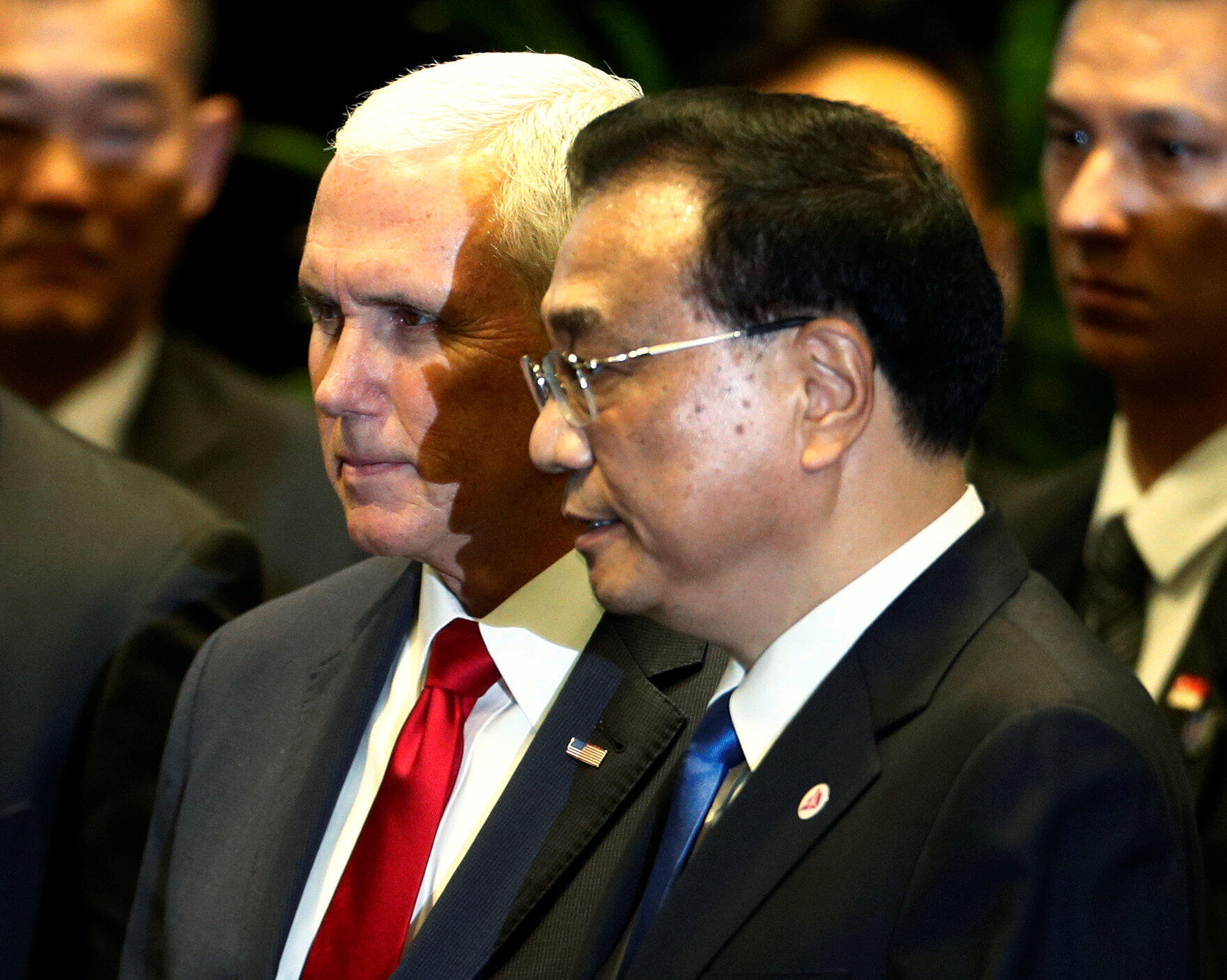 Phó tổng thống Mỹ Mike Pence và thủ tướng Trung Quốc Lý Khắc Cường tại Thượng đỉnh Đông Á, Singapore, ngày 15/11/2018.