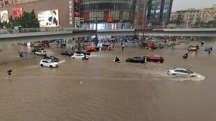 郑州7月20日的暴雨大水。
