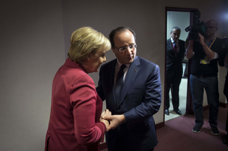 Chanceler alemã, Angela Merkel, e presidente francês, François Hollande, se unem contra a espionagem americana.