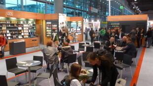 En Allemagne, chaque année, la foire au livre de Francfort accueille un grand public.