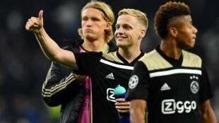 Donny van de Beek (au centre) a inscrit le but de la victoire de l'Ajax Amsterdam contre Tottenham en demi-finale aller à Londres, le 30 avril 2019.