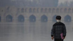 سی و سه پل اصفهان در میان آلودگی هوای این شهر