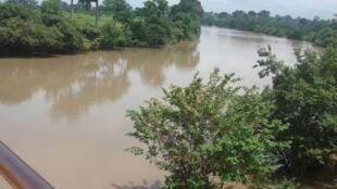 Affluent du fleuve Bandama (Bandama rouge) au niveau de Bouaflé, et partie de la route de l'esclave en Côte d'Ivoire.