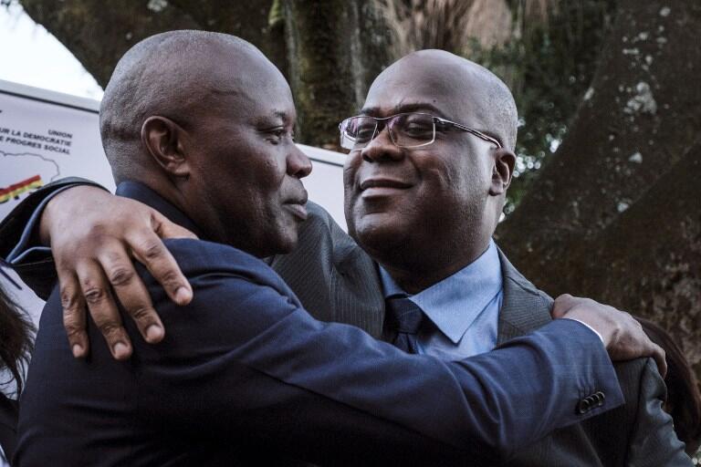 Viongozi wawili wa upinzani Vital Kamerhe (kushoto) na Félix Tshisekedi (kulia) wakitangaza kuungana jijini  Nairobi,  23 Novemba 2018.