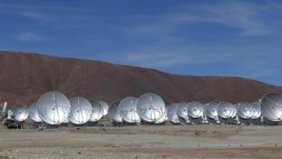 Antenas parabolicas de ALMA en el llano de Chajnantor, a cinco mil metros de altura
