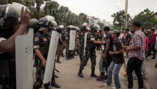 La police disperse une manifestation de pro-Marc Ravalomanana, samedi 5 janvier 2019 à Antananarivo.