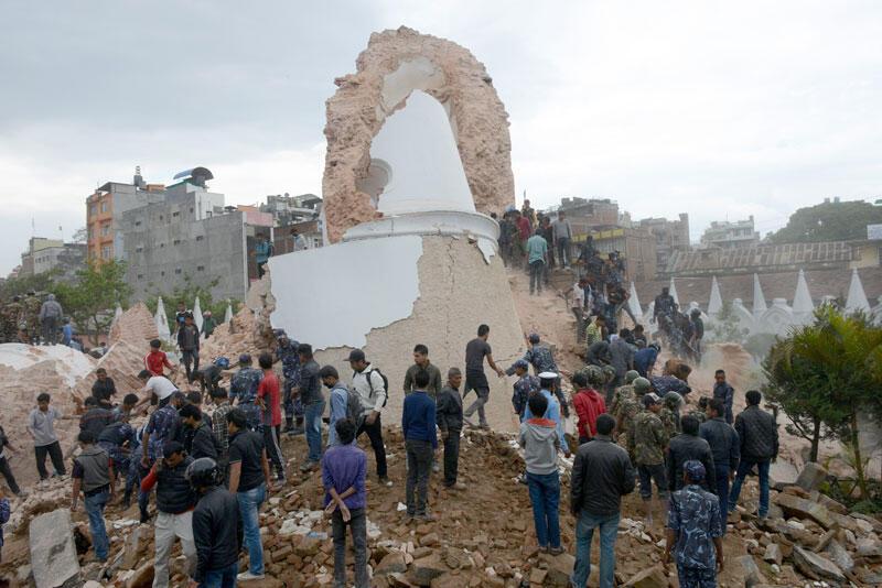 Ce qu'il reste de la tour Darahara, à Katmandou, détruite par le tremblement de terre de samedi 25 avril 2015.