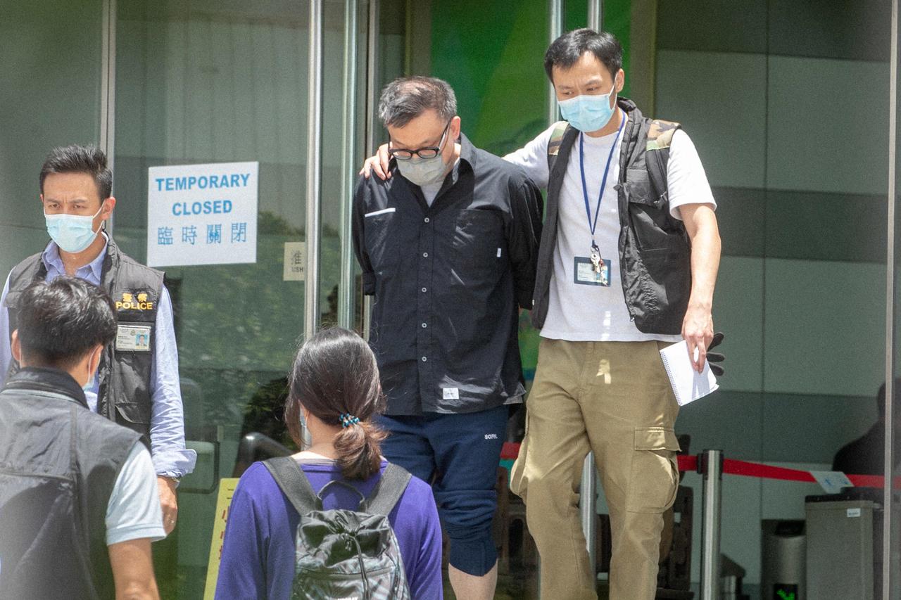 """Cheung Chi-wai, l'un des dirigeants d'""""Apple Daily"""" arrêté le 17 juin au siège du journal à Hong Kong."""