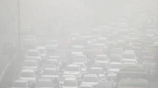 A New Delhi, l'épais nuage de pollution est jugé très dangereux.