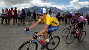 Lance Amstrong trong cuộc đua vòng quanh nước Pháp năm 2002 (Scott Scholz /WireImage)