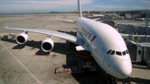 Un A380 stationné sur le tarmac de l'aéroport de San Francisco, aux États-Unis.